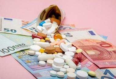 در فارماکواکونومی از چه مدلهایی برای آنالیز هزینههای درمانی استفاده میشود؟